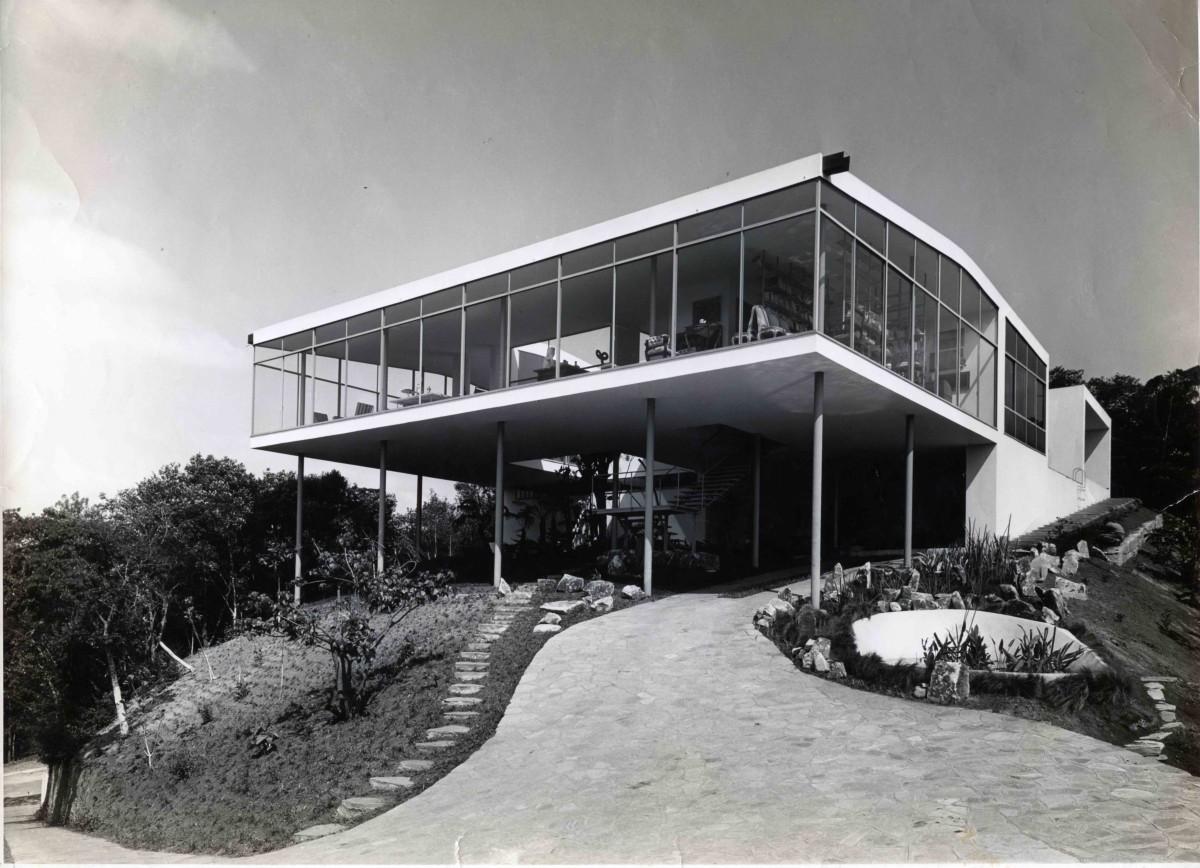 Casa de Vidro 01 – Vista externa -1951 Fotografia: Peter Scheier